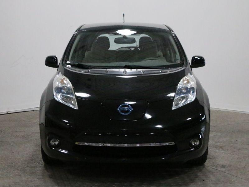 2011 Nissan  Leaf SL BATTERIE 11 SUR 12 TRES PROPRE