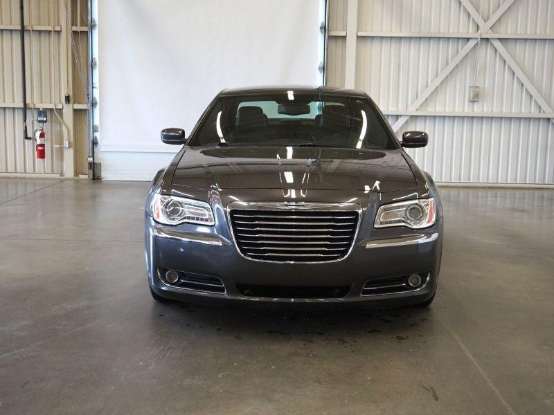 Chrysler 300 (cuir-caméra-a/c-gr. électrique-bluetooth) 2013